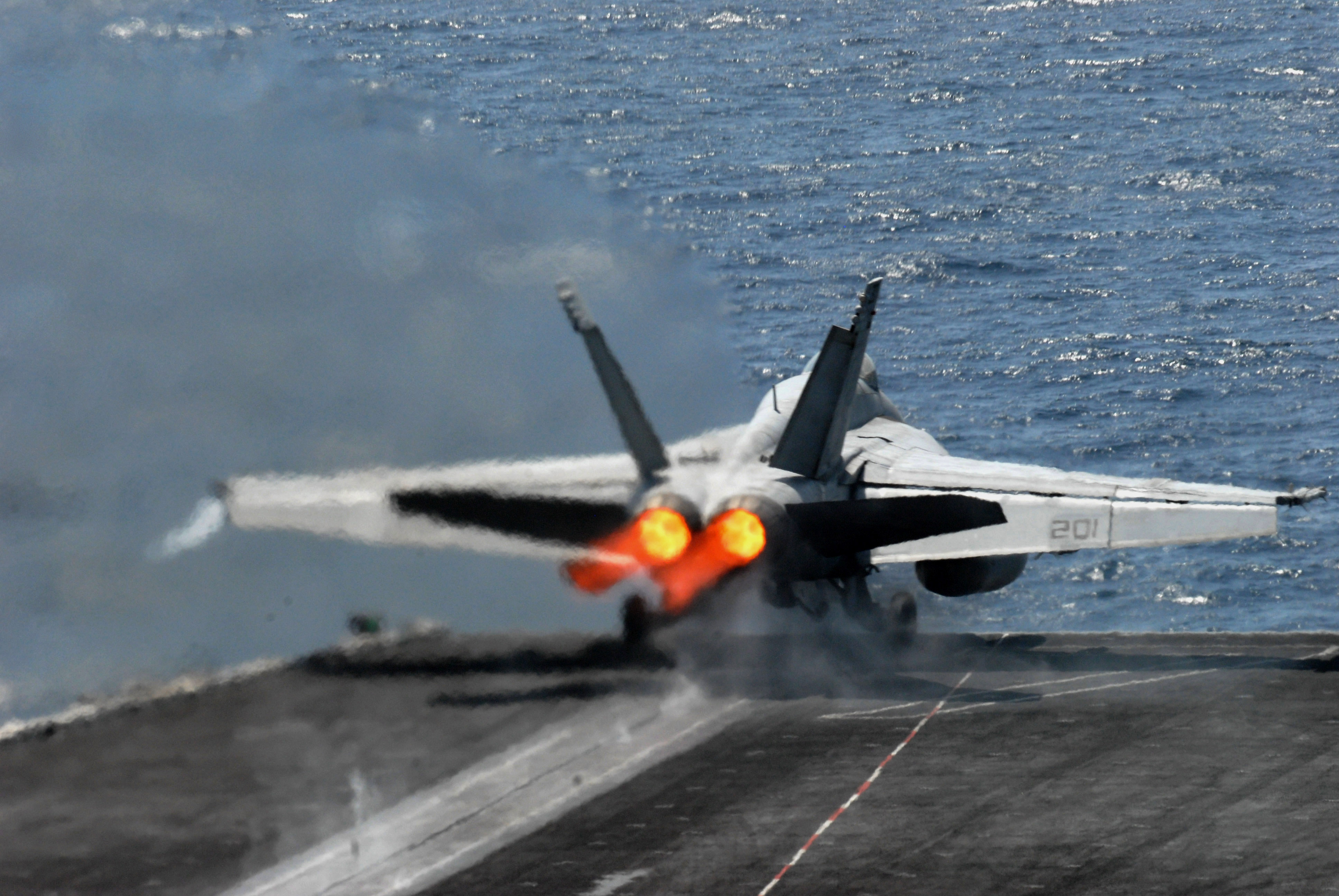 Benefits of Navy-USAF Teamwork: Navy to Turn Seawater into Jet Fuel